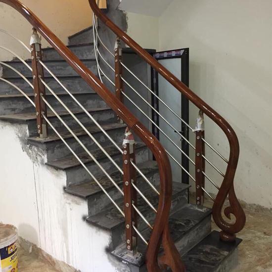 Cầu thang inox M32