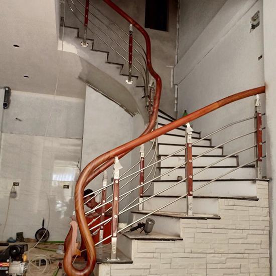 Cầu thang inox M34