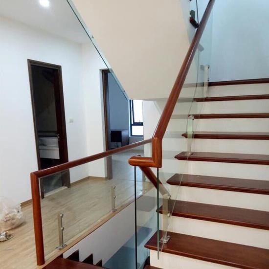 Cầu thang kính M23