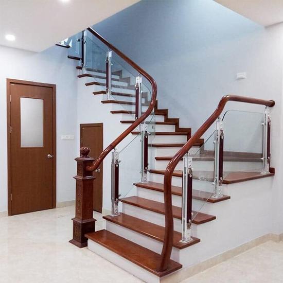 Cầu thang kính M24