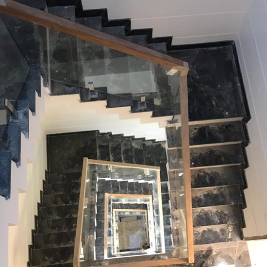 Cầu thang kính M29