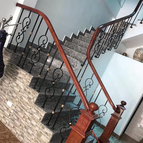 Cầu thang sắt M31