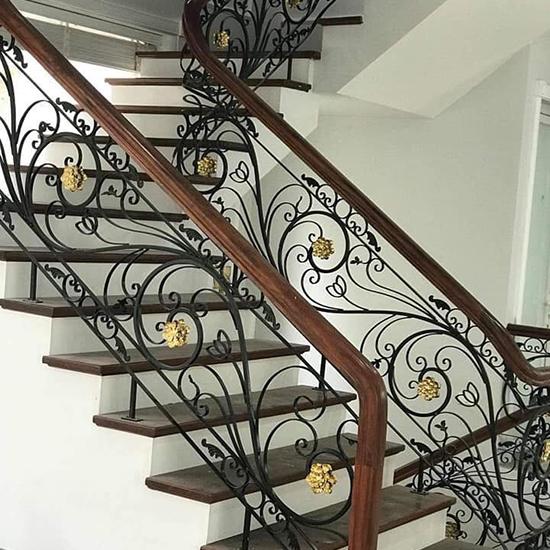 Cầu thang sắt nghệ thuật M20