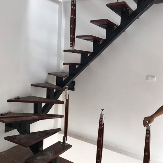 Cầu thang xương cá M18