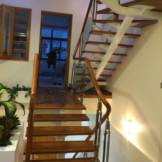 Cầu thang xương cá M26