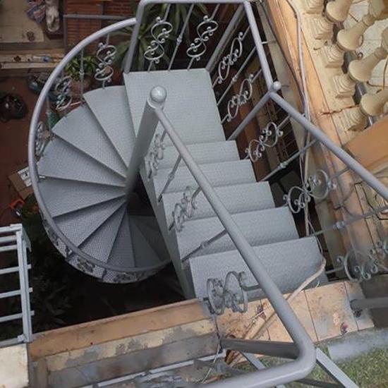 Cầu thang xương cá M28