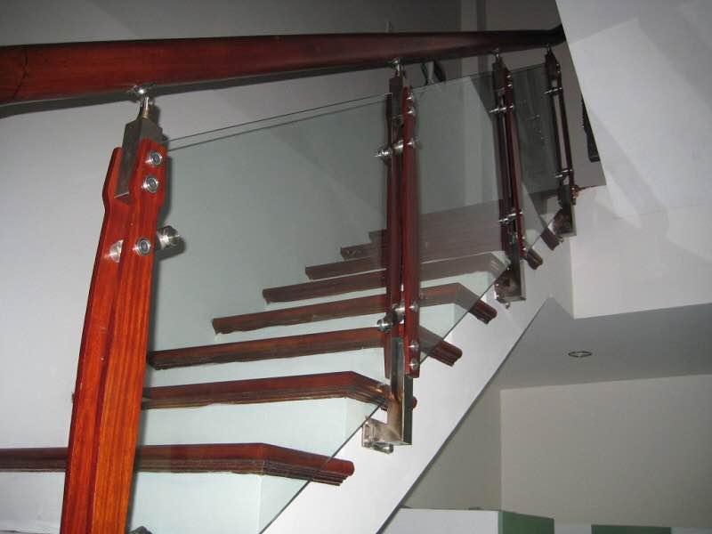 Cầu thang kính M19