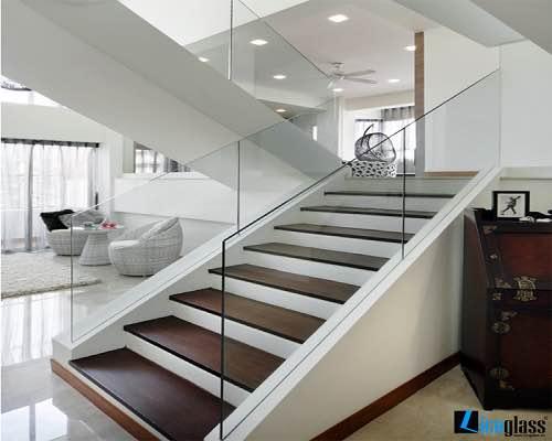 Cầu thang kính M20