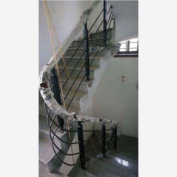 Cầu thang sắt M14